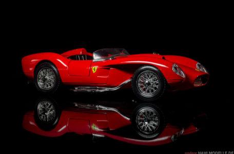 Ferrari 250 Testa Rossa | Roadster | Bburago | 1:18 | www.andere.hahlmodelle.de