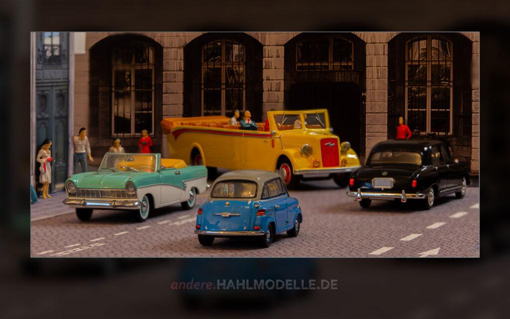 Ford Taunus 17M (P2), Opel Blitz Niederrahmen-Fahrgestell 3 to, Typ 3,6-47 NR, Bus (Kässbohrer), BMW 600 und Mercedes-Benz 180 (W 120)